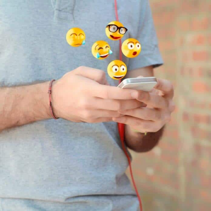From Pictograms and Hieroglyphs to Emojis. How is ☺ Changing the Way We Communicate?