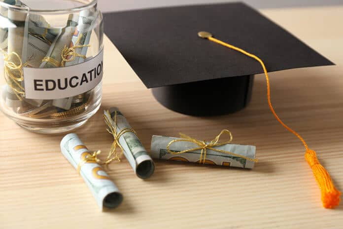 """How to Budget to Attend a University: Be Aware of the """"Free Money"""" Trap"""