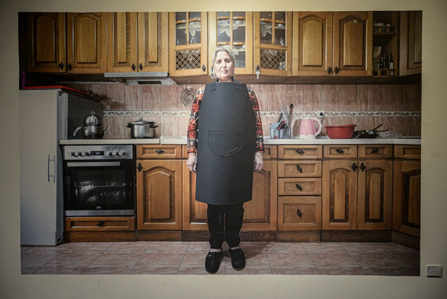 Mother in the kitchen / Photo: Patrik Domi, Kitchen Recipes: A Young Artist Demanding an End to Domestic Violence