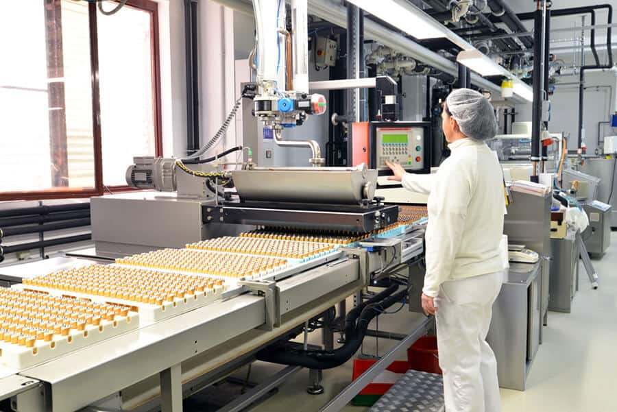 Production of pralines in a factory
