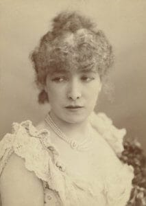 Sarah Bernhardt by Nadar / Photo: Shutterstock Everett Collection