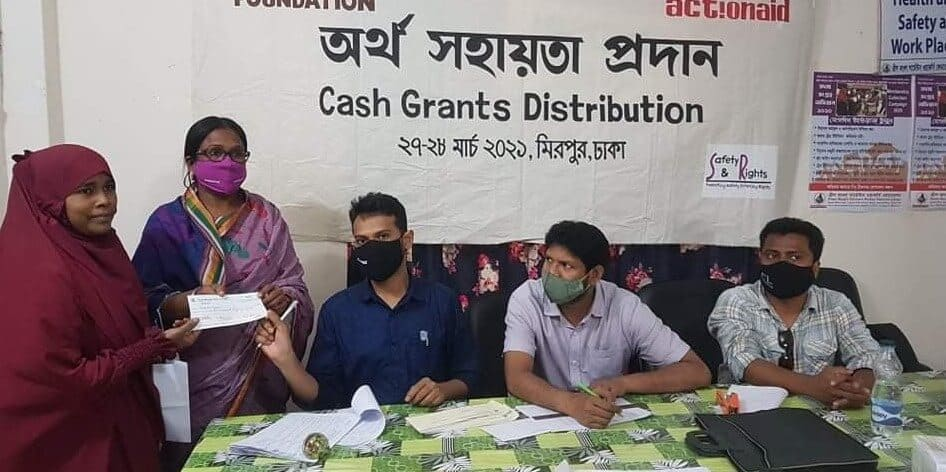 Distributing cash cheque under Humanitarian Support programme of SRS